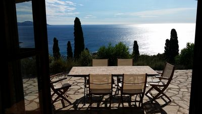 Photo for Provencal villa with pool and large terrace, 300m as the crow flies from the sea
