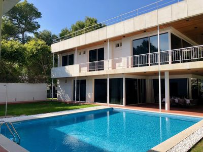 Photo for Beautiful villa on the beach with a large pool!