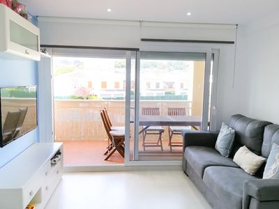 Photo for Fantastic apartment with communal pool on the seafront of Torrevalentina