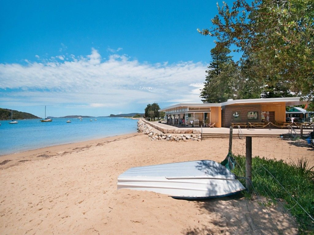 BY THE BEACH - WATERFRONT ETTALONG BEACH