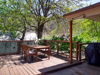 New Deck. Outdoor dining. BBQ. Mountain Views.