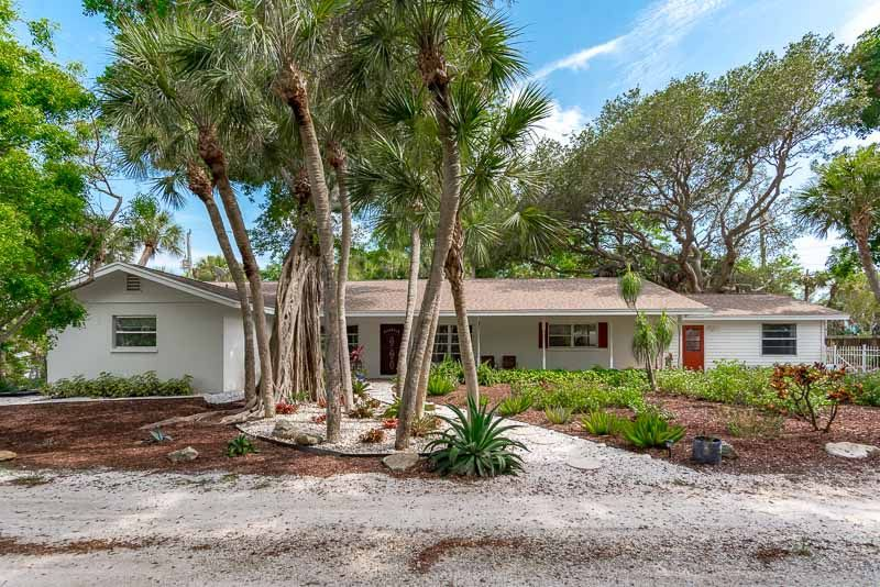 Peaceful Retreat, Bayside Home with Mature Trees on Key ...