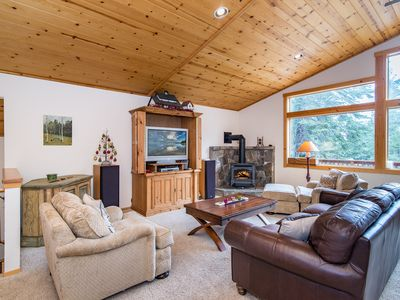 Photo for Charming 3BR Retreat in the Pines - Minutes to Prosser Lake & Truckee Dining