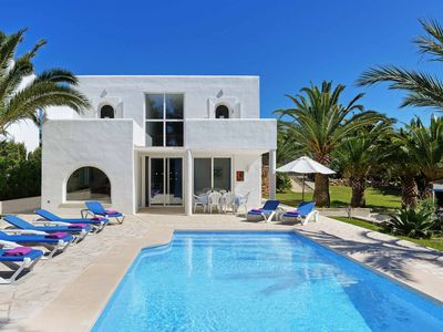 Photo for Casa Blanca - This Villa is close to local amenities has WI-FI & a private pool