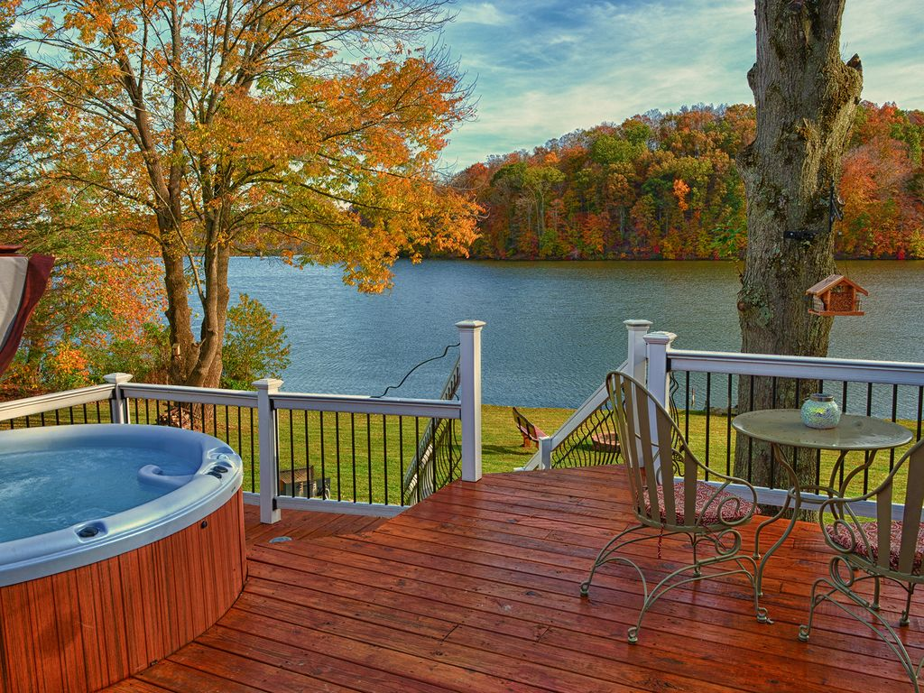 Luxury lodging in the hocking hills eagle view lake house for Lake front view