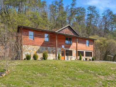 Photo for Moosin' Around is located just 2 miles off the Parkway in Pigeon Forge