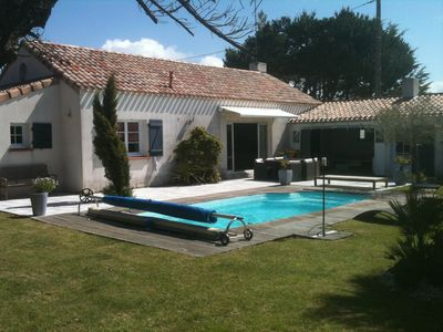 Photo for Recent villa with private heated pool, wifi, 800m from the beach