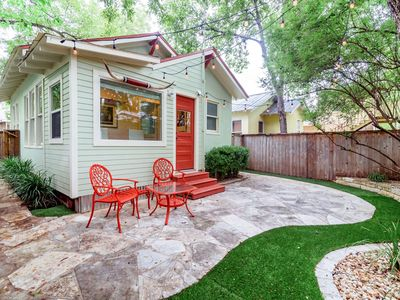 Photo for The Perfect Couple's Getaway! 2 blocks from the Square: Walk to shopping & dining. Relaxing Yard.