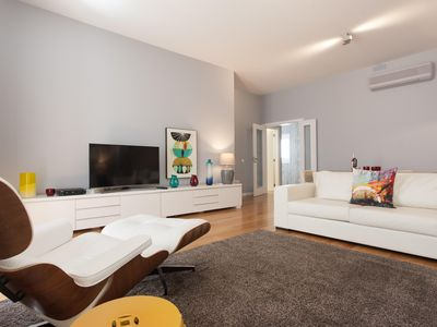 Photo for Spacious Baixa Mundo apartment in Baixa/Chiado with WiFi, air conditioning & lift.