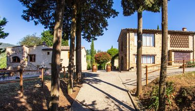 Photo for Villa with swimming pool in the vineyards 2 km from San Gimignano