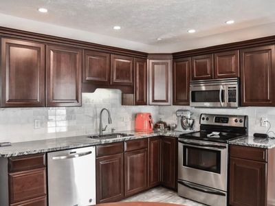 Photo for 1800 sq ft 4br home!