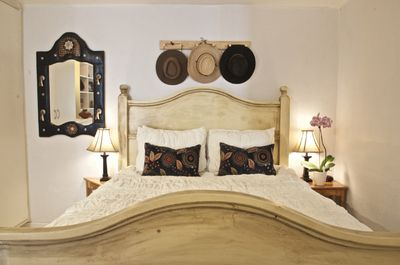 Romantic bed room with queen bed. Very comfortable .