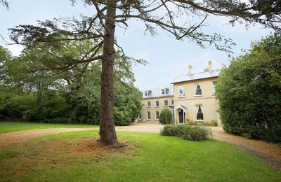 Oak Cliff Place with accommodation for 16 guests
