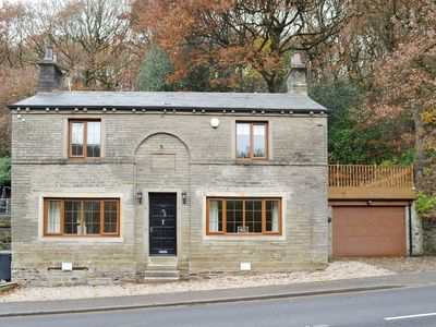 Photo for 4 bedroom accommodation in Netherton, near Holmfirth