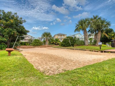 Photo for Cozy, waterfront condo w/resort amenities, shared pools & hot tub