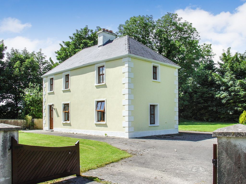 Charming cosy traditional farmhouse holiday cottage in beautiful county mayo