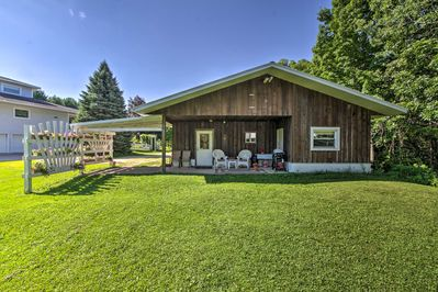 Enjoy endless fun and relaxation at this La Crescent vacation rental.