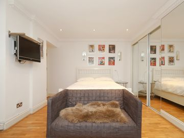 Cute and comfortable Bayswater studio flat ideal for 2 people