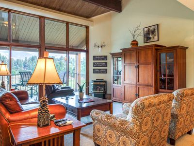 Photo for Lovely golf/mountain view condo w/fireplace, deck & shared pool, hot tub, sauna!