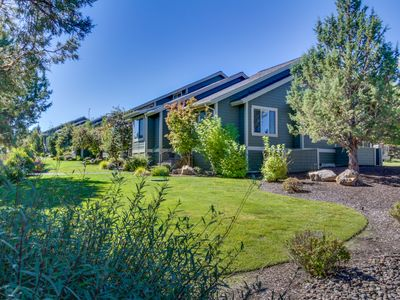 Photo for The ideal set-up for your Central Oregon vacation with access to pool & hot tub