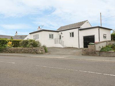 Photo for BEDLINOG, family friendly, with a garden in Amlwch, Ref 979555