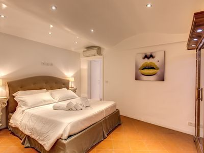 Photo for Apartment centerof Rome with a sauna and whirlpool