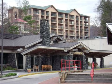 Summit Manor On the Parkway Across from Tgifridays & Ober Tram- 2 King Beds