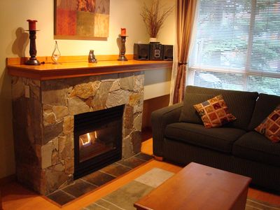 Warm Gas fireplace,ground level townhouse.NO stairs!