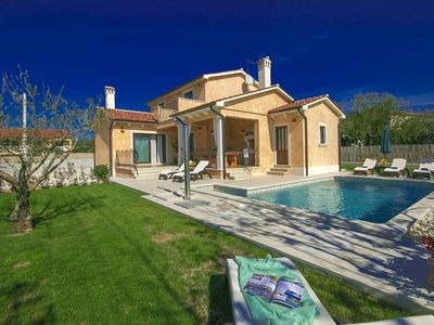 Photo for Detached villa with pool and outdoor kitchen, 6 km from the beach and Vrsar