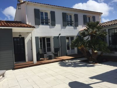 Photo for Beautiful holiday home, pool, close to the sea