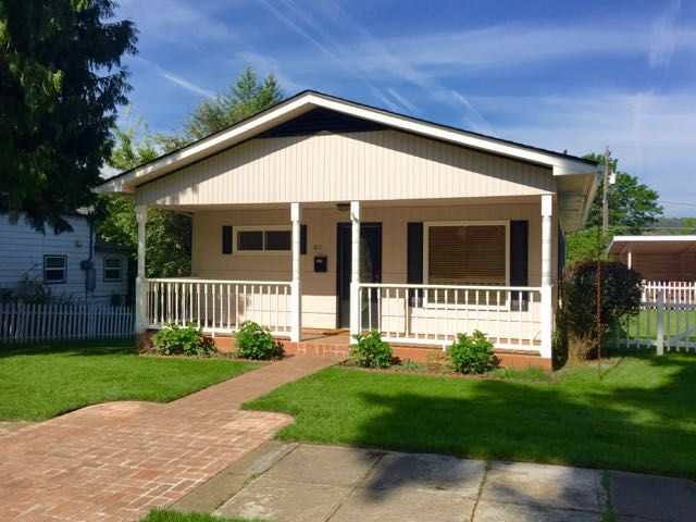 Updated Pet Friendly Cottage In Downtown Cd Vrbo