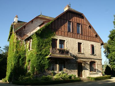 Photo for Beautiful mansion in the countryside, near Dijon and Côte wines