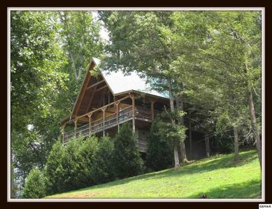 Photo for The Dancing Bear 3 Bedroom Cabin