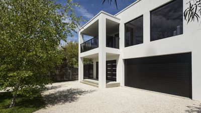 Photo for Pearl Hawley Beach | Modern Beachside Holiday Home | Spacious Quality Living
