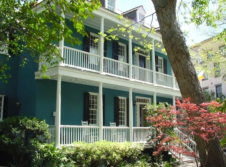 Private historic charleston home and garden vrbo for Charleston dog house