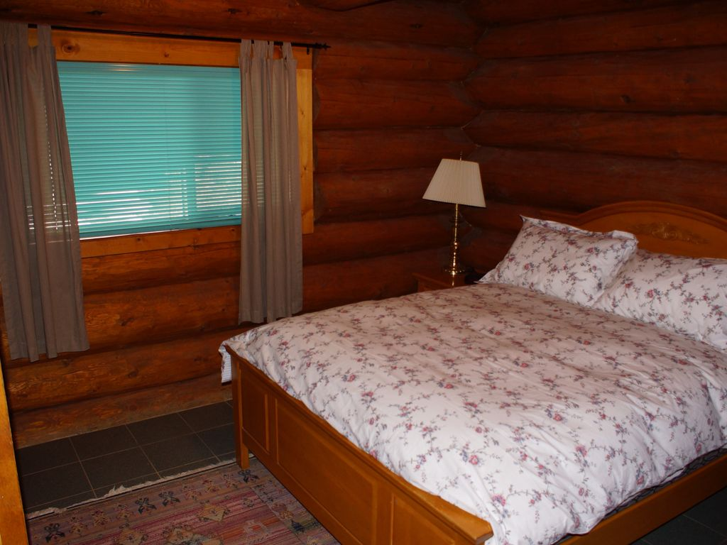 Cozy secluded 4 bedroom log cabin in the heart of the for 4 bedroom log cabin