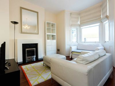 Photo for Flat sleeps 3 in fashionable Notting Hill near Portobello Market (Veeve)
