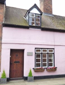 Photo for Churchwarden Cottage - 2 mins from the Medieval Castle & Historic Market Square.