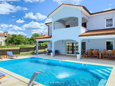 Photo for Lovely villa with a large private pool near Porec