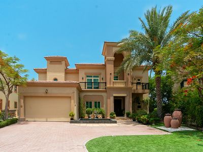 Photo for Upgraded 4 Bed Villa | Lake View | Jumeirah Island