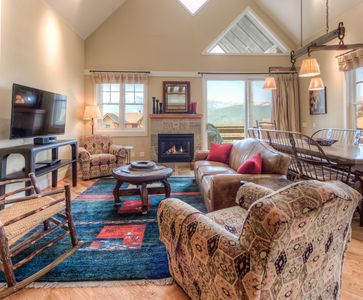 Photo for Enjoy mountain views, direct ski access and open living at this comfy Saddle Ridge townhome