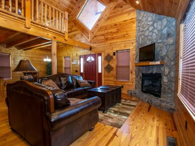 Photo for Resort Living at the Great Smoky Mtns! Wifi & Hot Tub!
