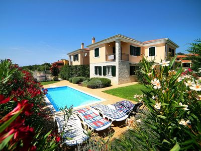 Photo for Beautiful private villa for 8 people with private pool, A/C, WIFI, TV, pets allowed and parking