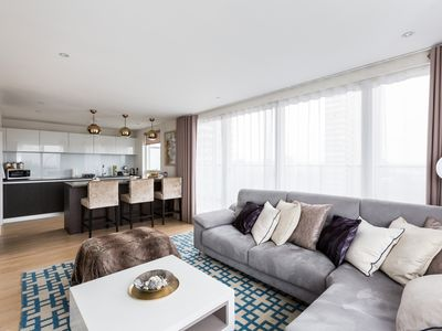 Photo for ★ PENTHOUSE 2BR ★ w\car parking ★ walk to Kew Gardens