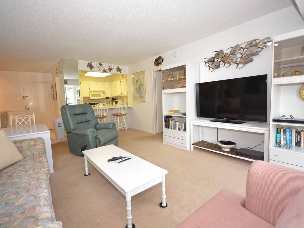 Pristine 2 bedroom condo with free wifi an outdoor pool for Pristine garden rooms