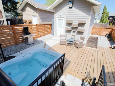 Old Summerland 4 bedroom townhouse - a SkyRun Okanagan Property - Private Hot tub and back yard patio