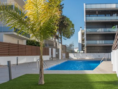 Photo for Apartment with pool 100m beach & 45min BCN train