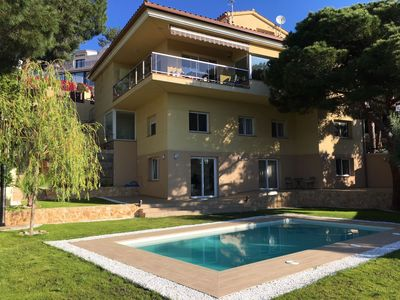 Photo for Villa Maxima, beautiful villa with 5 double bedrooms just 2 km from the sea