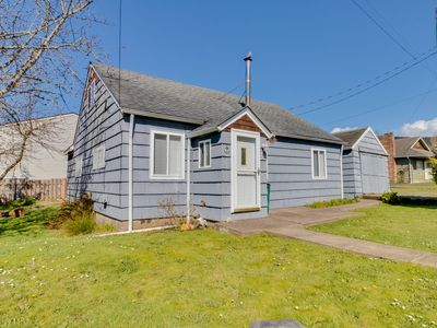 Photo for Charming beach cottage w/ a loft & fire pit - close to everything!
