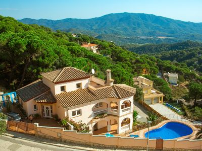Photo for Villa Florada. Views of the mountains and the sea.